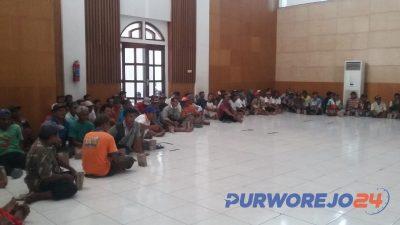 Pengemudi becak dan bentor saat berkumpul membentuk paguyuban.(22/7/2019)